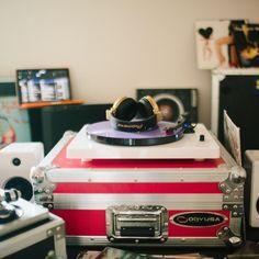The EP-33 turntable looks good anywhere. : @marycarolinem #UOMusic