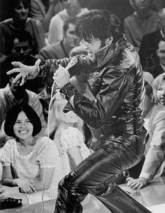 ELVIS PRESLEY - 68 Comeback Special Man doesn't get any hotter than this one!