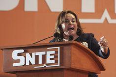 Elba Esther Gordillo está detenida; la PGR y Hacienda documentan un desvío de 2 mil millones de pesos del SNTE | Sin Embargo