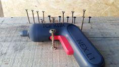 witam przedstawiam wam ciekawy wkrętak o naprawdę dużej mocy hak na tak małe urządzenie oraz bardzo ciekawym wyglądzie posiadający wyswietlacz LED który pokazuje nastawienie mocy oraz poziom baterii . Zobaczcie jak poradził sobie przy wkręcaniu wkrętów w twarde drewno w porównaniu do standardowej wkrętarki 18V zapraszam indiegogo.com/projects/fanttik-electric-screwdriver-power-meets-precision?utm_source=KOL&utm_medium=MGszamanVlog&utm_campaign=fanttik#/