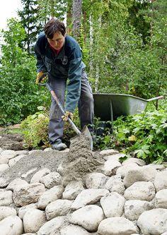 kuva Sloped Backyard Landscaping, Sloped Garden, Landscaping With Rocks, Building A Stone Wall, Backyard Water Fountains, Mosaic Walkway, Garden Waterfall, Greenhouse Gardening, Brick Patios