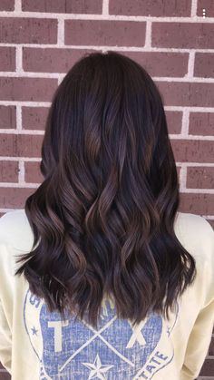 34 Chocolate Hair Colors to Try in 2019 Hair Color chocolate brown hair color Brown Hair Tones, Rich Brown Hair, Dark Chocolate Brown Hair, Brown Ombre Hair, Brown Hair Balayage, Hair Highlights, Dark Brown Hair Dye, Chocolate Brown Hair With Highlights, Dark Hair