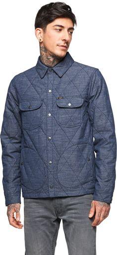 Jacke in gesteppter Optik - Coole blaue Jacke von Lee. Sie hat mit ihrer gesteppten Optik ein außergewöhnliches Design und wird am besten zu Chinos kombiniert. - ab 119,00€