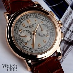 The two large sub-dials don't interfere with the design of this beautiful 5070 chronograph, they actually define it