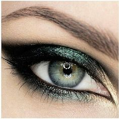 Emerald Smoky Eye - but with blue...