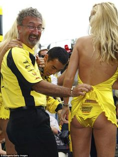 Eddie Jordan who ran the Jordan Grand Prix team in the late and pioneered the use of grid girls to add a touch of glamour to motorsport Jackie Stewart, James Hunt, F1 Racing, Drag Racing, F1 Grid Girls, Eddie Jordan, Pit Girls, Women Lifting, Umbrella Girl