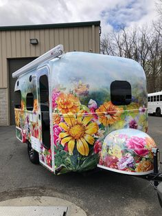 20 Ideas Vintage Camping Style Glamping For 2019 Vintage Campers Trailers, Camper Trailers, Airstream, Vintage Camper Interior, Cool Campers, Happy Campers, Caravan Decor, Flower Truck, Caravan Renovation