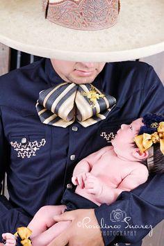 Amor Charro, arte charro, fotografia charra, padre e hija, recien nacido, father and daughter photography, newborn, father love, art www.rosalinasuarezphotography.com