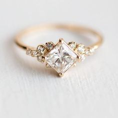 Stargaze Ring Carat in Gold // Princess Cut White Diamond Symmetrical Cluster Ring // Diamond Engagement Ring in Solid Gold - Beautiful Jewelry Engagement Ring Rose Gold, Wedding Rings Solitaire, Engagement Ring Cuts, Bridal Rings, Solitaire Diamond, Solitaire Engagement, Baguette Diamond, Engagement Ring Vintage, Vintage Engagement Rings