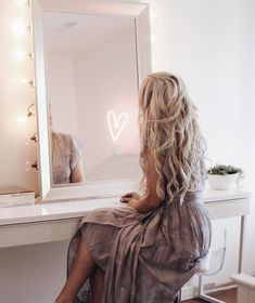 I'm a day dreamer — Love my new getting ready corner — Wearing from 💜💜💜 Down Hairstyles, Trendy Hairstyles, Beautiful Hairstyles, Luxy Hair Extensions, Let Your Hair Down, Platinum Blonde, Trends, Hair Goals, Blonde Hair