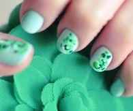 Minty green manicure