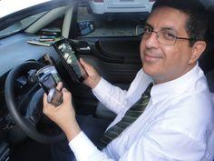 Taxista supera 'pavor' de internet e lucra com clientes via redes sociais