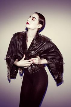 Erin O'Connor for Oyster Erin O'connor, Best Profile, Studs And Spikes, Shades Of Black, Her Hair, Love Her, Fashion Photography, Style Inspiration, Chic