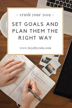 a complete guide on hoe to set goals that you actually achive in 2019 Career Goals, Financial Goals, Career Advice, Goal Setting Worksheet, Weekly Goals, Goal Board, First Blog Post, Goal Quotes, Goal Planning