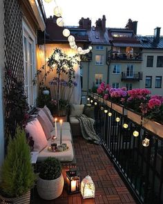 35 DIY Small Apartment Balcony Garden Ideas # Balcony Garden - b a l c o n y - Balkon Apartment Balcony Garden, Small Balcony Garden, Small Balcony Decor, Apartment Balcony Decorating, Apartment Balconies, Cozy Apartment, Terrace Decor, Terrace Ideas, Small Terrace