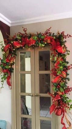 Christmas Door Decorations, Christmas Swags, Christmas Mantels, Noel Christmas, Christmas Centerpieces, Outdoor Christmas, Christmas Projects, Christmas Ornaments, Holiday Decor