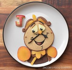 Laleh Mohmedi Turns Famous Characters Into Food Art Comida Disney, Disney Food, Finger Foods For Kids, Pancake Art, Food Artists, Food Out, Edible Arrangements, Food Humor, Food Diary