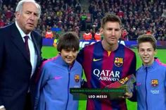 La Liga top scorer in the history <3 Lionel Messi  <3 accepted recognition tribute before the game.