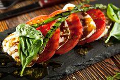 Salade caprese met balsamico dressing en groene asperges