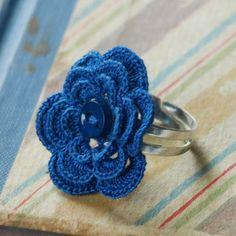Monroe Crochet Flower Ring Blue por MuggyTuesday en Etsy, $16.00