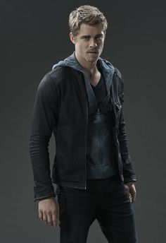 luke mitchell, chloe bennett Agents of Shield Lincoln Campbell, Luke Mitchell, Gatos Cat, Iain De Caestecker, Character Bank, Marvels Agents Of Shield, Marvel Films, Face Characters, Cute Actors