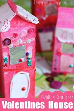 GAH!  We LOVE these Valentines milk carton houses. They're like gingerbread houses, only prettier!