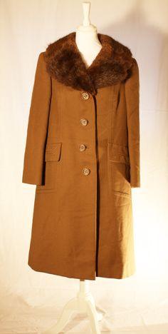 Boardwalk Empire, 1920's gentlemen coat, real fur collar Boardwalk Empire, Fur Collars, Roxy, Gentleman, Fur Coat, Retro, Jackets, Fashion, Down Jackets