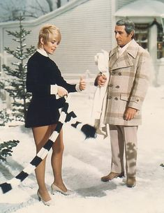 Joey Heatherton paid Perry Como a visit on his 1974 Christmas special .