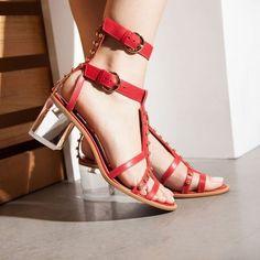 Apaixonadas por salto médio e estilo exclusivo, temos sandálias lindas pra vocês aqui>> shop.miezko.com #miezko #lançamento