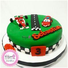 P374 torta Cars @pinksugar_pasteleriacreativa 💑💑😍😘whatsapp 3005930688 #pinksugar #cupcakes  #barranquilla #pasteleria #reposteriacreativa #tortas #fondant #reposteriabarranquilla #happybirthday  #vainilla  #cake #baking  #galletas #cookies  #buttercream #vainilla  #oreo  #cupcakesbarranquilla #brownie #brownies #chocolate #tortasbarranquilla #toppersbarranquilla #browniespersonalizados #tortaparis #topperscupcakes #browniesbarranquilla #chocodream #rosecake #carscake #cars