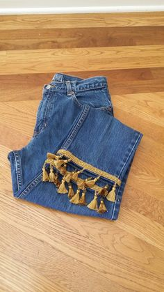 Boho Outfits, Stylish Outfits, Jeans Refashion, Diy Fashion Hacks, Denim Crafts, Recycled Fashion, Denim Top, Diy Clothing, Denim Fashion