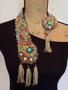Único asimétrico bordado cuello el collar con por perlinibella