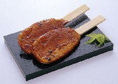 五平餅 Gohei-mochi : skewered sweet rice cakes served with soy sauce and miso Rice Cakes, Cake Servings, Skewers, Soy Sauce, Japanese Food, Mochi, Steak, Pork, Kale Stir Fry