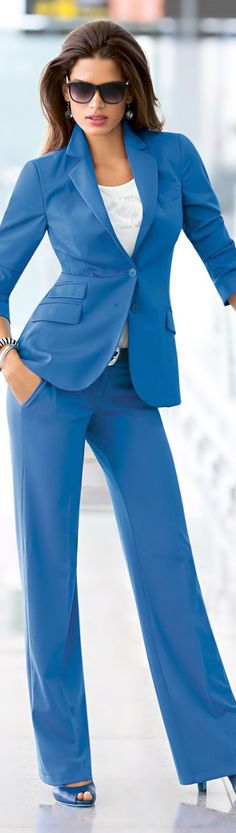 A suit in an unexpected color, like this stunning blue can make a work outfit come to life! Love this shade of blue Business Chic, Business Fashion, Office Fashion, Work Fashion, Blue Fashion, Womens Fashion, Fashion Trends, Suits For Women, Clothes For Women