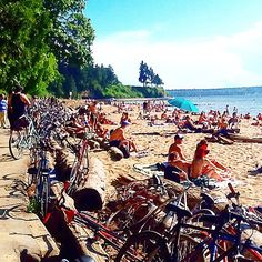 A truly stunning holiday Monday in #Vancouver - #urbanlife #beachlife #bikeride #thirdbeach #stanleypark #funinthesun #liveit #loveit #citylife #vancouverlife #vancouverisawesome --------------------------------------- #JewelietteJewellery #hornbyst open the rest of the week 10.30-6pm