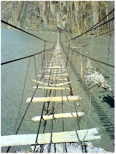 Hussaini Hängebrücke! DIE Herausforderung für Indiana Jones!