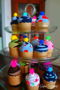Super cute!  Sock Cupcakes how-to.
