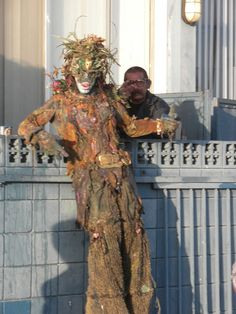 http://www.thedirtfloor.com/wp-content/uploads/2010/09/tree-man-of-venice-beach-street-performer-2.jpg
