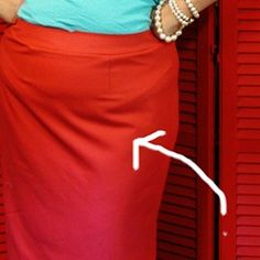Quick tip: Pencil skirts and those pesky top of the thigh folds (tilted waist adjustment)… Patty the Snug Bug Techniques Couture, Sewing Techniques, Sewing Hacks, Sewing Tutorials, Sewing Tips, Sewing Clothes, Diy Clothes, Dress Patterns, Sewing Patterns
