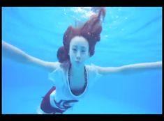 Jihae swimming <3