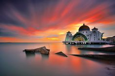 Sunset at Straits Mosque, Malaysia [2048x1365]