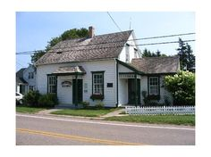 -L M Montgomerys birthplace in New London Prince Edward Island Best Travel Deals, New London, Prince Edward Island, Anne Of Green Gables, Perfect Gift For Her, Book Nooks, Dream Vacations, Places Ive Been, Beautiful Homes