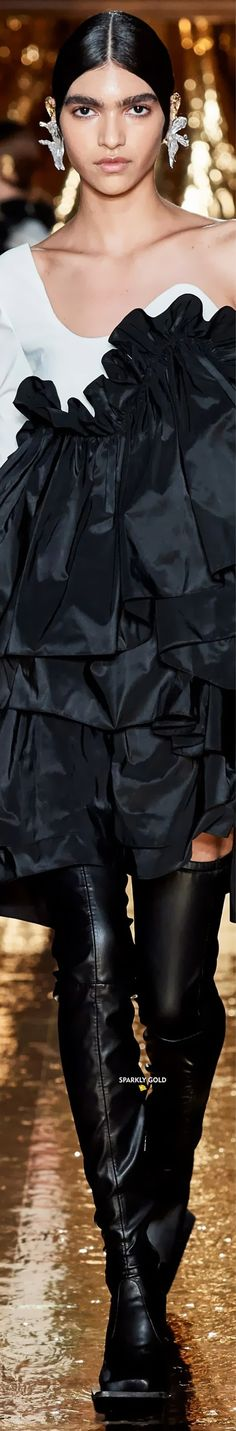 Preen by Thornton Bregazzi Fall 2020 RTW Black White Fashion, Red And White, Thornton Bregazzi, Fashion Accessories, Fashion Brands, Facon, Vogue, Ruffle Blouse, Elegant