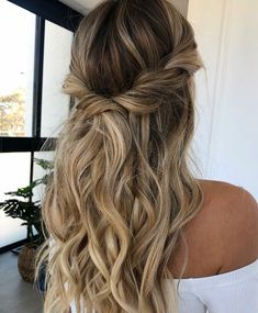 Mother of the groom wedding hair Party Hairstyles, Bride Hairstyles, Down Hairstyles, Pulled Back Hairstyles, Mother Of The Groom Hairstyles, Mother Of The Bride Hair, Beach Wedding Hair, Wedding Hair And Makeup, Dress Wedding