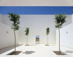 Patio of the Casa Guerrero by Estudio Campo Baeza. Nice and clean.