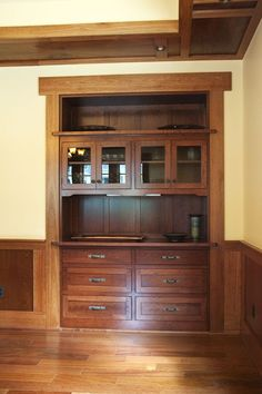 Craftsman built-in Hutch/Bar --Durasupreme Cabinets Craftsman Furniture, Craftsman Interior, Craftsman Style Homes, Craftsman Bungalows, Kitchen Furniture, Mission Furniture, Bungalow Interiors, Bungalow Homes, Store Interiors