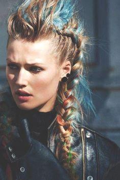 #haareabmattieren #haareabschneiden #haareaufenglisch #haareaufhellen #haareflechten #haareglätten #haareschneiden #haareschneidenmond #haarespenden #haareverkaufen #haarentfernung, #Sommerzeit #Festival WOW! Sommerzeit ist Festival Zeit! Diese FAUX HAWK PONYTAILS sind einfach der Hammer!,, Braided Hairstyles, Cool Hairstyles, Viking Hairstyles, Faux Hawk Hairstyles, Female Hairstyles, Black Hairstyles, Hairstyles Haircuts, Viking Braids, Hair Chalk