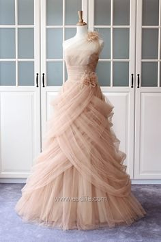 Oops I'm pinning another dream dress for my nonexistent wedding