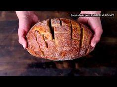 Een paar sneeën in het brood en een paar minuten later... Een overheerlijke snack! - Zelfmaak ideetjes