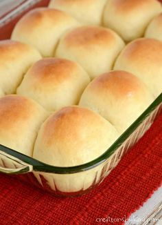 One Hour Yeast Rolls . you can have soft and fluffy dinner rolls in sixty minutes! They go perfectly with soup, salad, or just about any meal. Homemade Dinner Rolls, Dinner Rolls Recipe, No Yeast Dinner Rolls, Homemade Breads, Best Yeast Rolls, Quick Yeast Rolls, Best Thanksgiving Side Dishes, Diy Thanksgiving, Thanksgiving Rolls Recipe